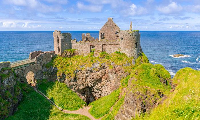 Руины замка Данлюс (Сев. Ирландия)