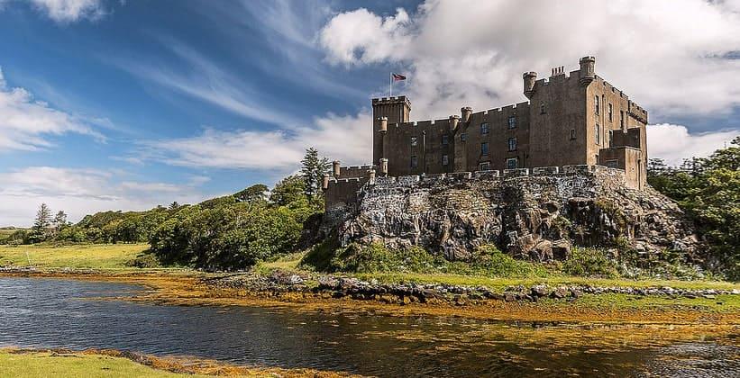 Замок Данвеган на острове Скай (Шотландия)