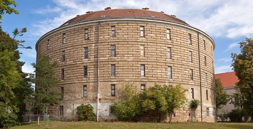Башня сумасшедших в Вене