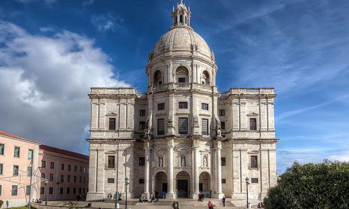 Церковь Святой Энграсии в Лиссабоне