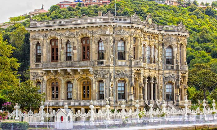 Дворец Кючюксу (вилла султана Абдул-Меджида) в Стамбуле