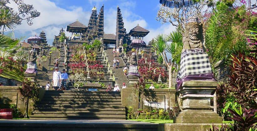 Храм Пура Бесаких на острове Бали
