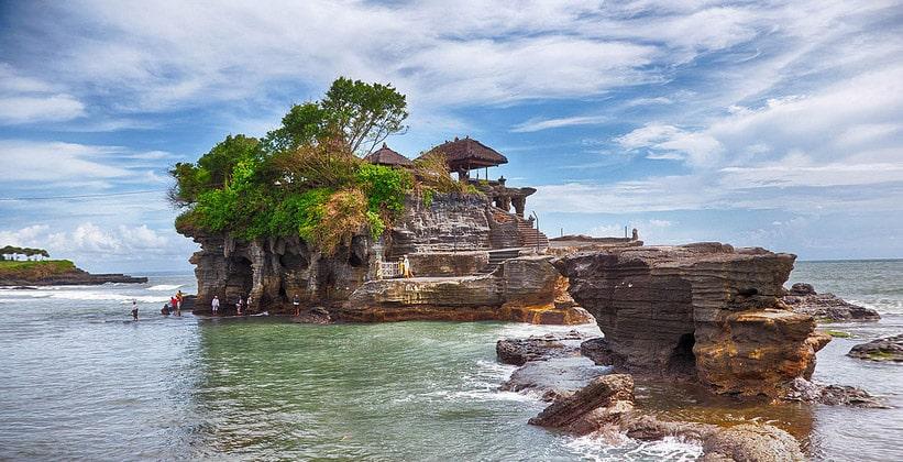 Храм Пура Танах Лот на острове Бали