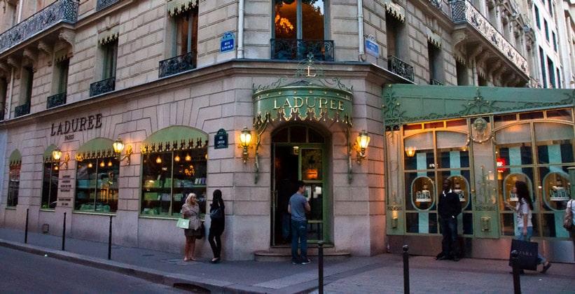 Кондитерская Laduree (печенье макарон) в Париже