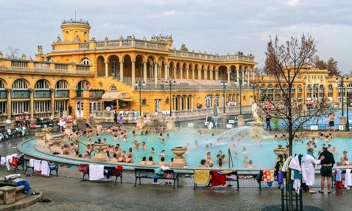 Купальня Сеченьи (Будапешт)