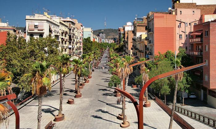 Рамбла де Бадал в Барселоне