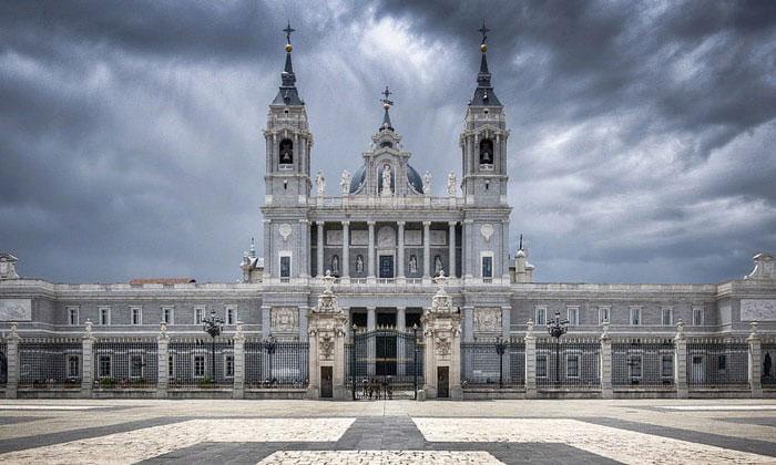 Собор Альмудена в Мадриде