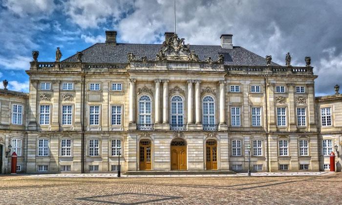 Королевский дворец Амалиенборг в Копенгагене