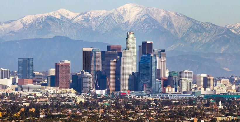 Лос-Анджелес на фоне гор