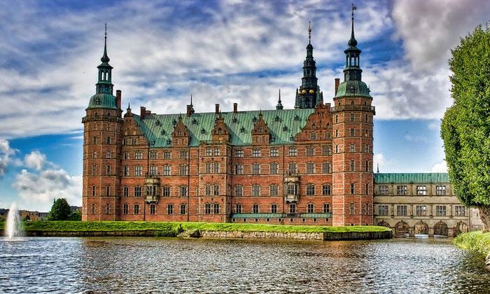 Замок Фредериксборг в Хиллерёде