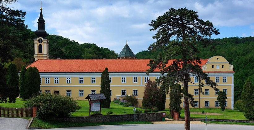 Монастырь Хопово в Сербии