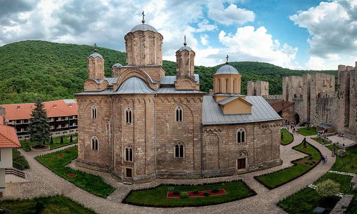 Монастырь Манасия в Сербии