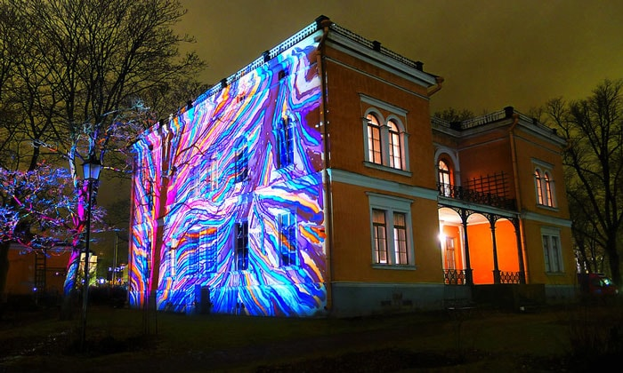 Ночная подсветка виллы Хакасалми в Хельсинки