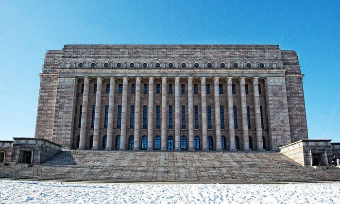 Здание финского парламента в Хельсинки
