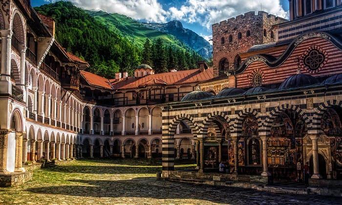 Пейзаж Рильского монастыря в Болгарии