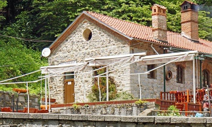 Ресторан возле Рильского монастыря в Болгарии