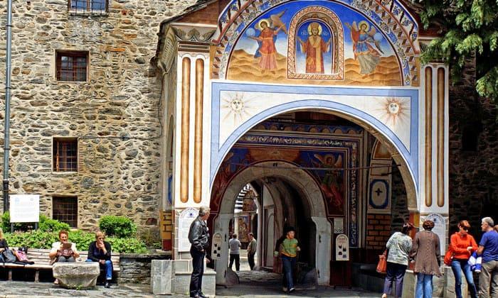Вход в Рильский монастырь Болгарии