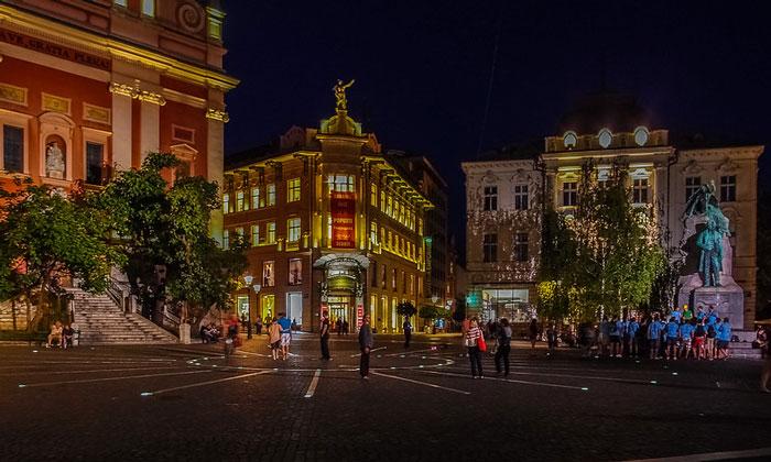 Ночной вид площади Прешерна в Любляне