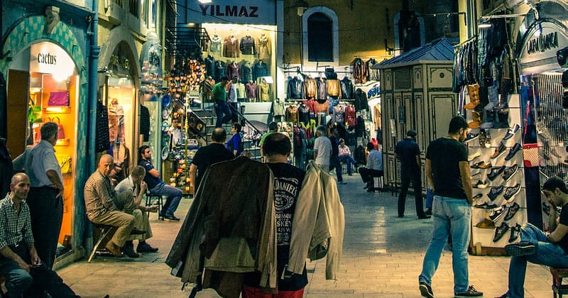 Павильон кожаных вещей на рынке Стамбула