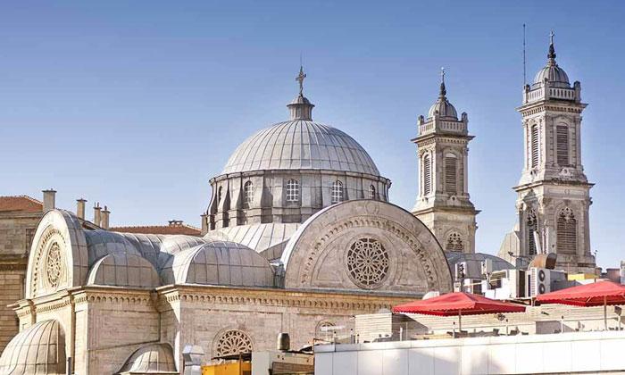 Церковь Святой Троицы в Стамбуле
