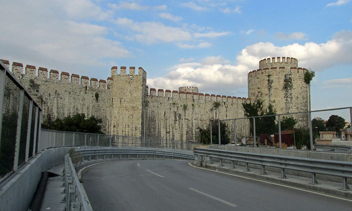 Внешние стены Едикуле в Стамбуле