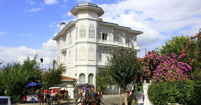 Дома Османской эпохи на улицах Бююкады