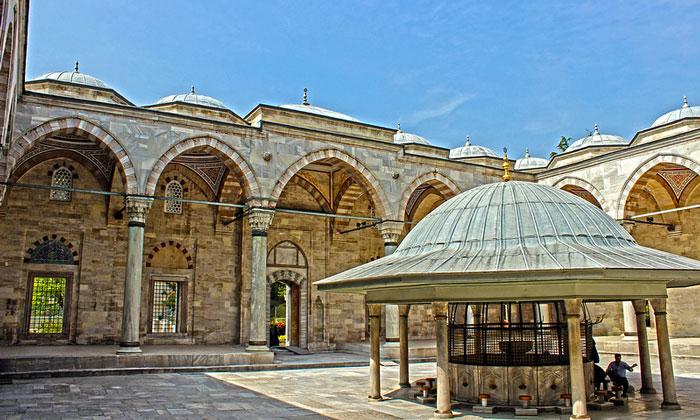 Фонтан для омовений мечети Явуз-Селим в Стамбуле