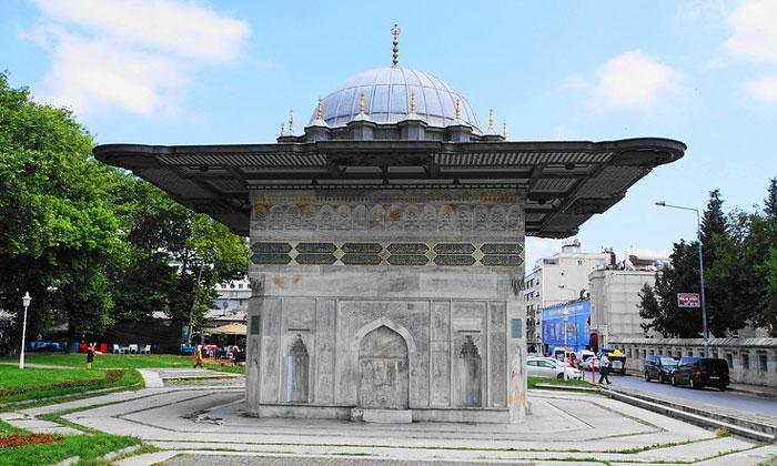 Фонтан Топхане в Стамбуле