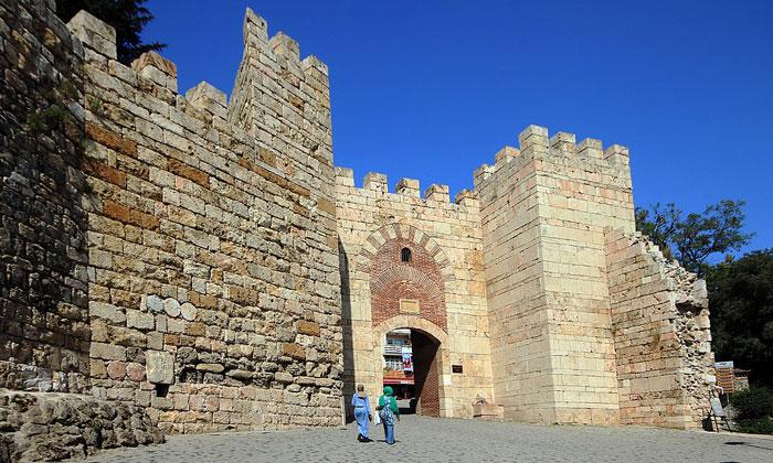 Главные ворота крепости Бурсы