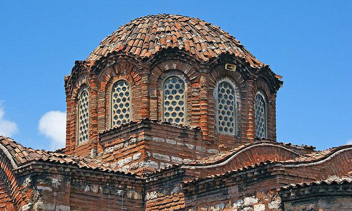 Купол мечети Эски Имарет в Стамбуле