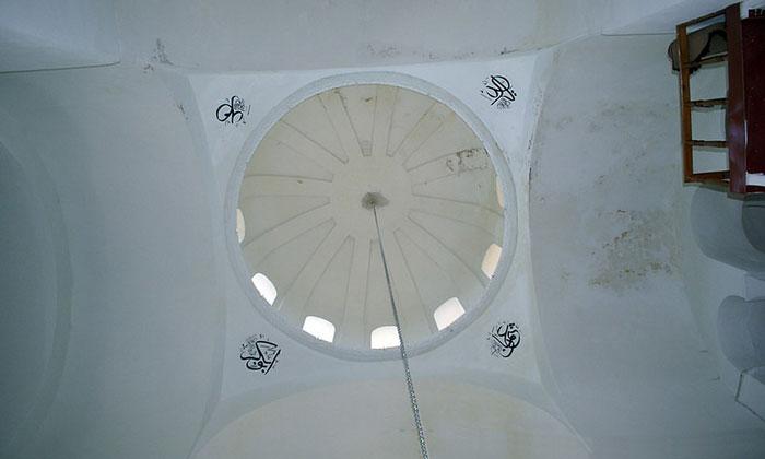 Вид купола внутри мечети Эски Имарет в Стамбуле