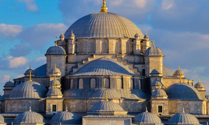 Купола мечети Фатих в Стамбуле