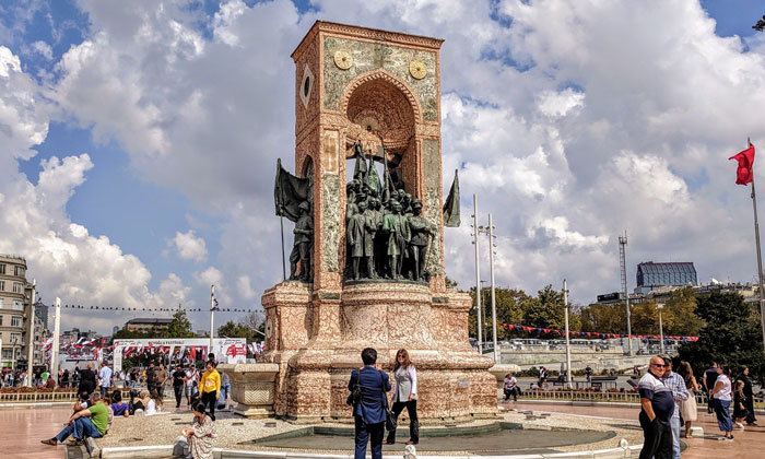 Монумент «Республика» в Стамбуле