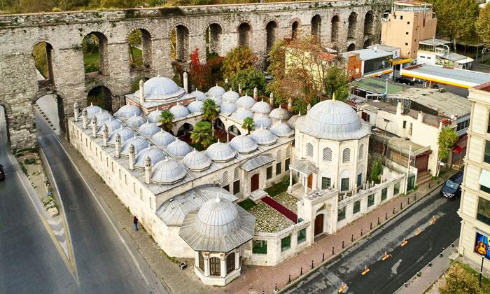Здание Газанфер Медресе в Стамбуле
