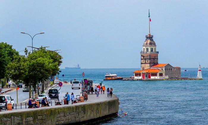 Девичья башня и набережная Ускюдар в Стамбуле