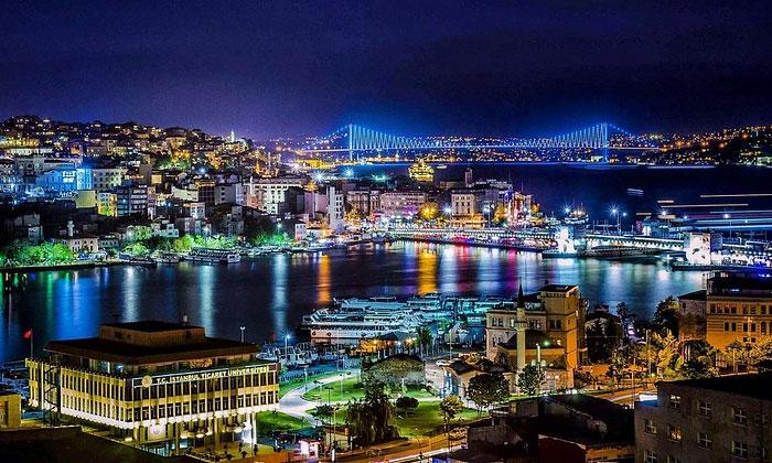 Ночной Босфор в Стамбуле