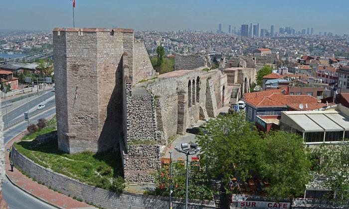 Остатки стен Константинополя