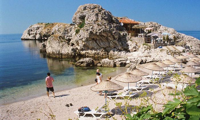 Пляж и кафе Шиле в Турции