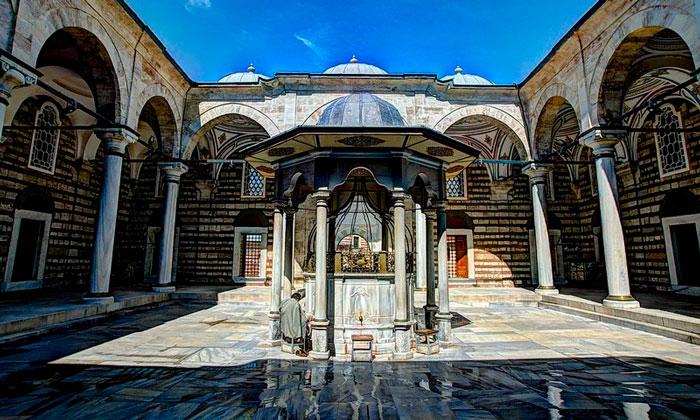 Ритуальный фонтан Лалели в Стамбуле