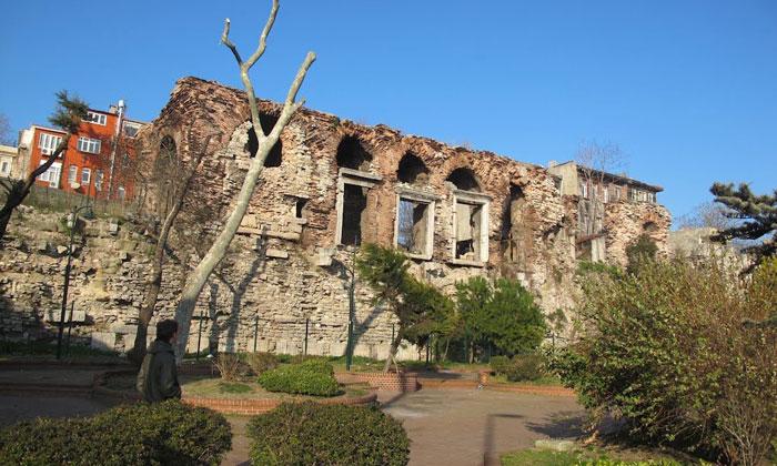 Руины дворца Буколеон в Стамбуле