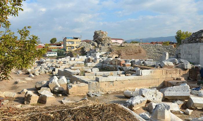 Руины древнеримского театра Изника