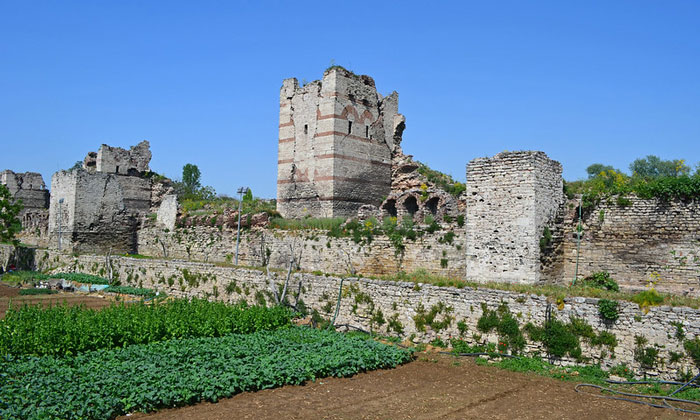 Руины стен Константинополя