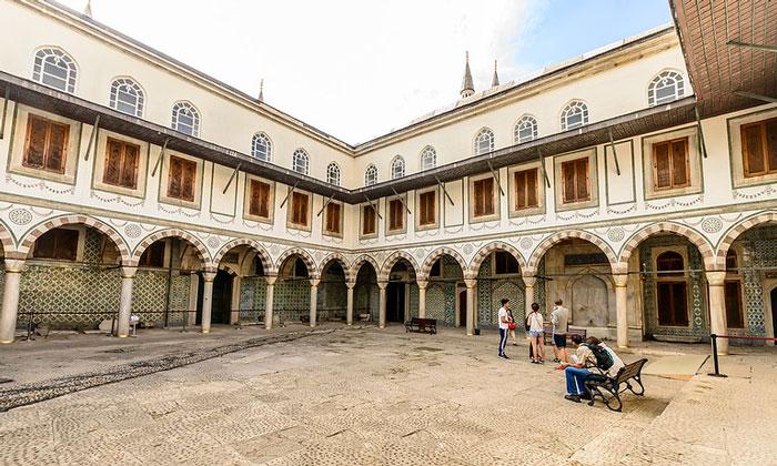 Спальни султана и матери (Валиде) дворца Топкапы
