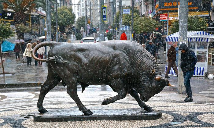 Статуя быка в Стамбуле