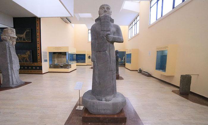 Статуя Салман-эссер III в Стамбуле