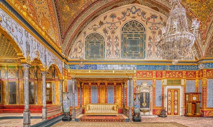 Тронный зал дворца Топкапы