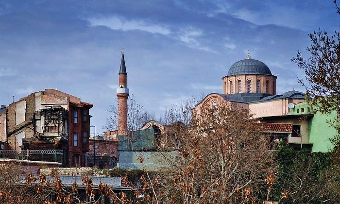 Вид мечети муллы Зейрек в Стамбуле