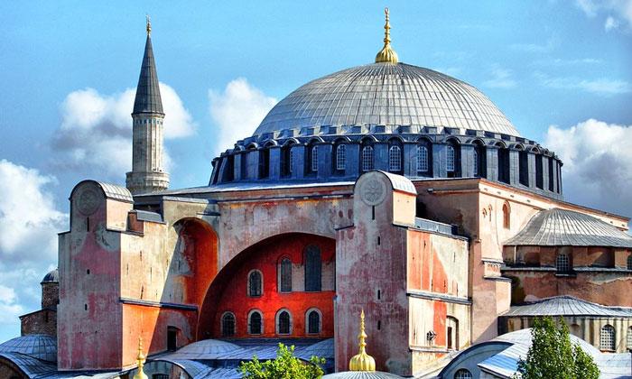 Внешний интерьер Айя-Софии в Стамбуле