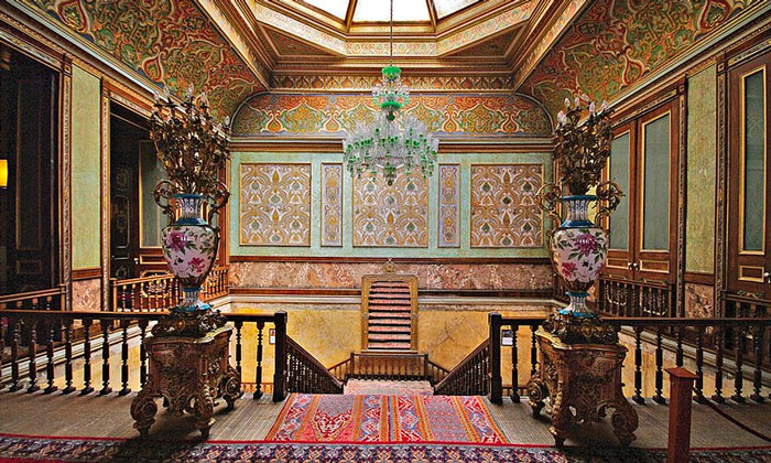 Внутри дворца Бейлербей в Стамбуле