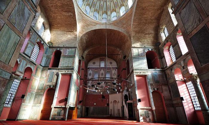Внутри мечети Календерхане в Стамбуле